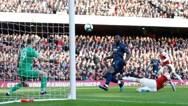 Những khoảnh khắc trong trận chiến Arsenal hạ gục Man Utd - 5
