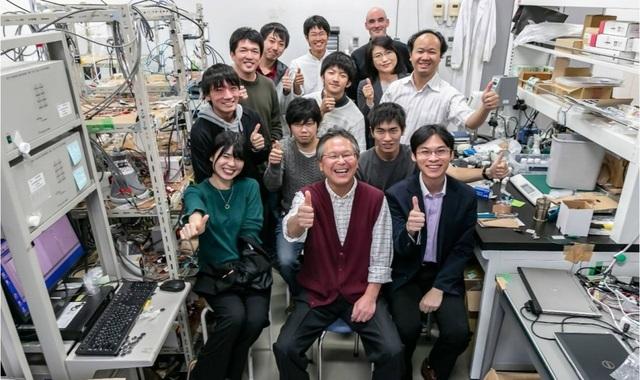 Ngỡ ngà ng:Nhà khoa học Việt chế tạo pin không cháy nổ có tuổi thọ 50 năm - 2