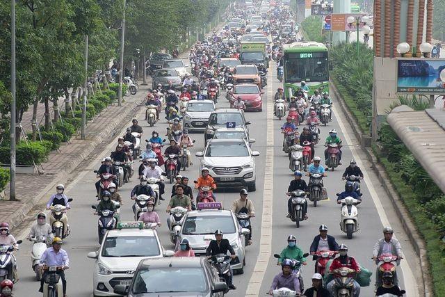 Hà Nội sẽ cấm xe máy trên đường Lê Văn Lương hoặc Nguyễn Trãi? - 1
