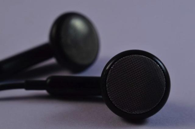 Đeo tai nghe đi ngủ, nam sinh tỉnh dậy với 1 bên tai điếc hoàn toàn