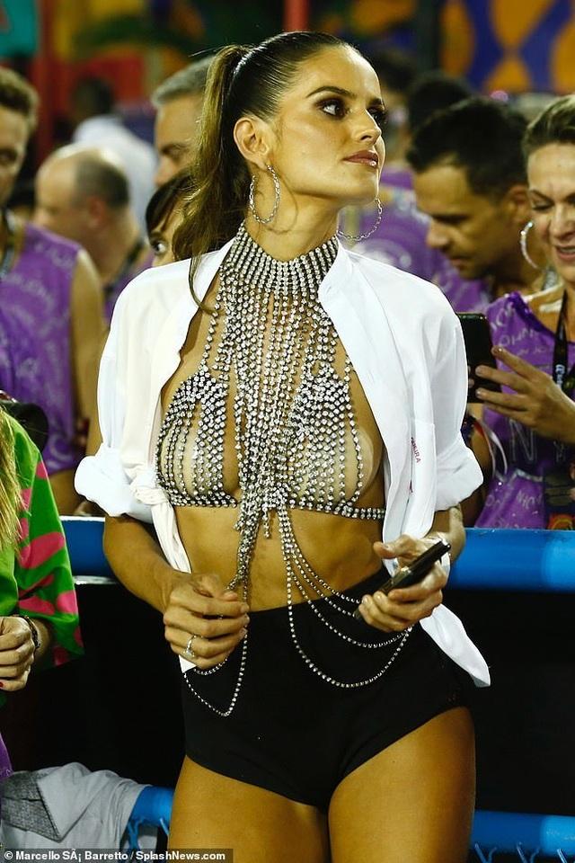 Thiên thần nội y mặc táo bạo dự lễ hội Rio Carnival - 1