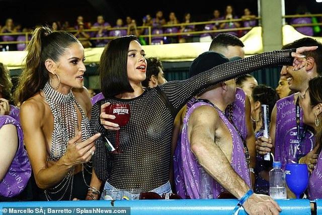 Thiên thần nội y mặc táo bạo dự lễ hội Rio Carnival - 7