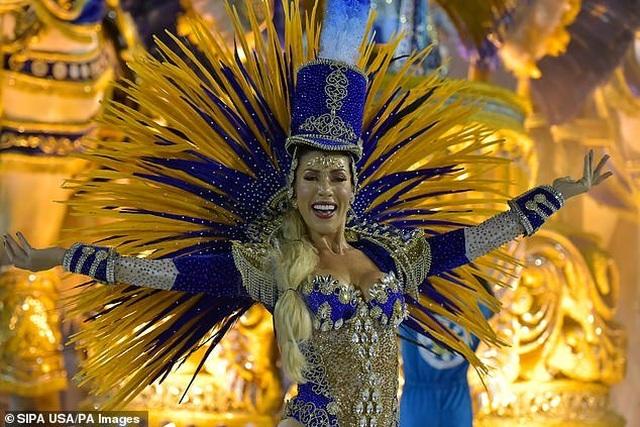 Thiên thần nội y mặc táo bạo dự lễ hội Rio Carnival - 13