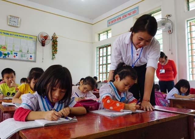 Nghệ An: Học sinh vùng khó không phải đóng tiền học buổi 2 - 1