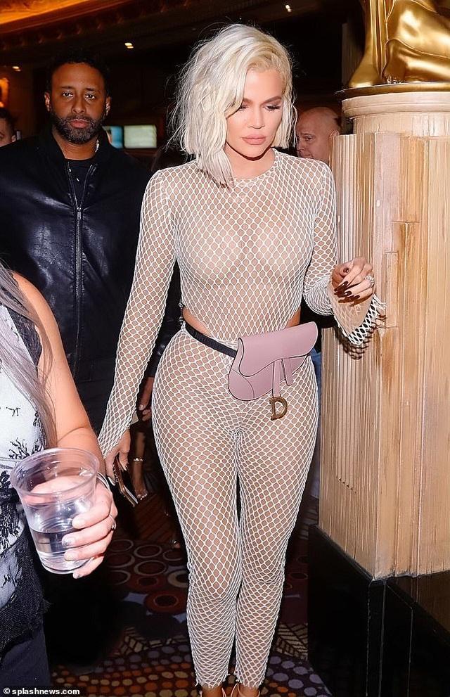 Khloe Kardashian diện trang phục lưới táo bạo - 5