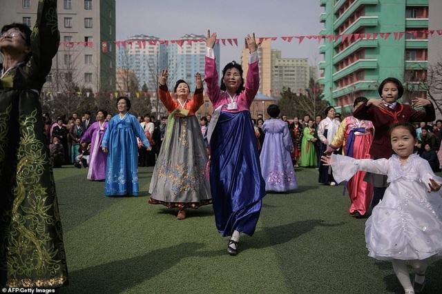 Ông Kim Jong-un cùng hàng triệu người Triều Tiên nô nức đi bầu cử - 10