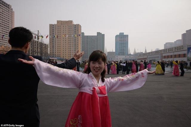 Ông Kim Jong-un cùng hàng triệu người Triều Tiên nô nức đi bầu cử - 14