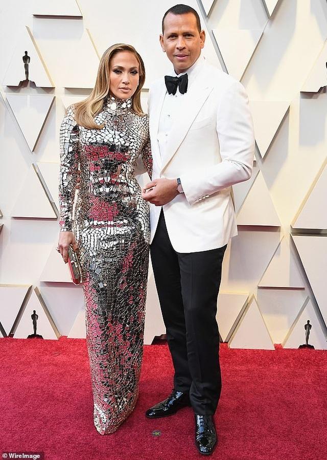 Ngắm loạt nhẫn đính hôn đắt giá của Jennifer Lopez  - 2