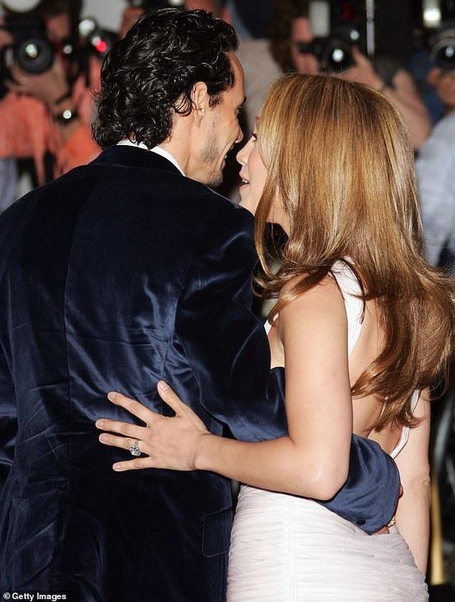 Ngắm loạt nhẫn đính hôn đắt giá của Jennifer Lopez  - 3