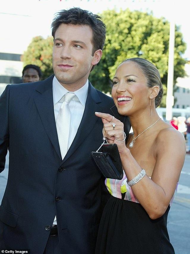 Ngắm loạt nhẫn đính hôn đắt giá của Jennifer Lopez  - 5
