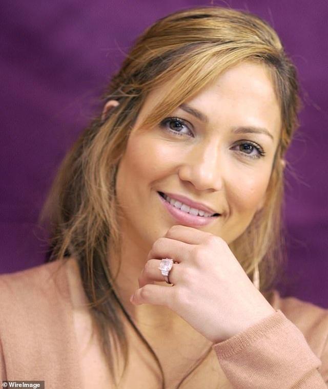 Ngắm loạt nhẫn đính hôn đắt giá của Jennifer Lopez  - 6