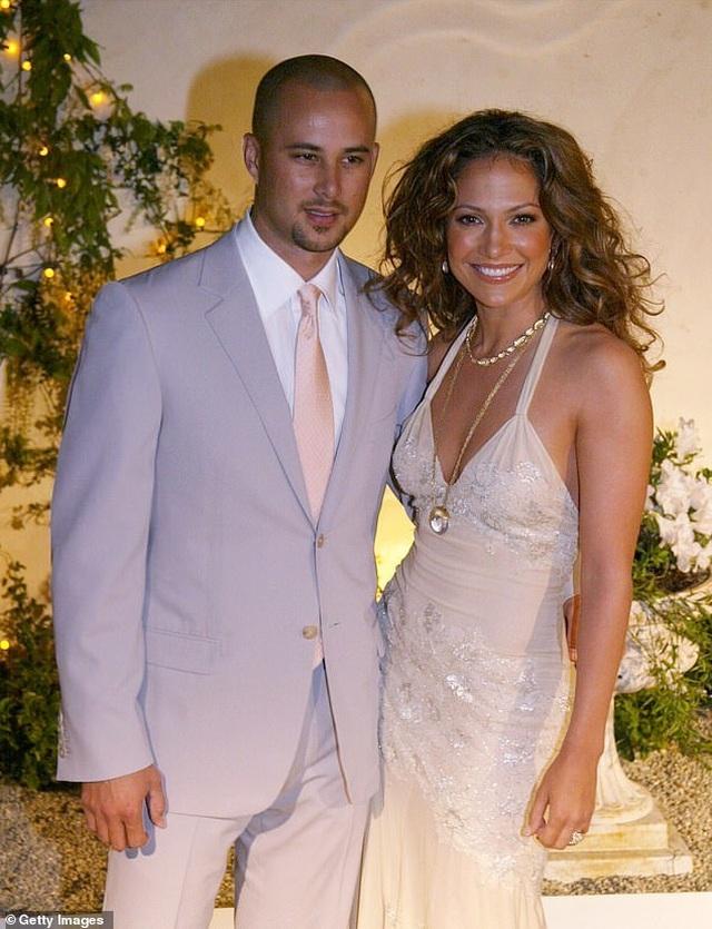 Ngắm loạt nhẫn đính hôn đắt giá của Jennifer Lopez  - 7