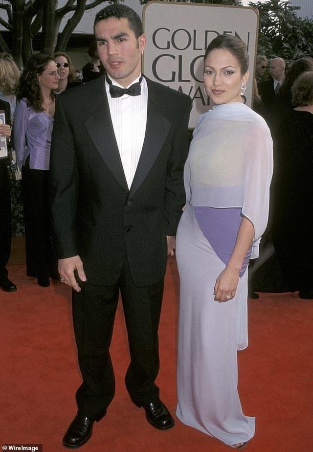 Ngắm loạt nhẫn đính hôn đắt giá của Jennifer Lopez  - 9