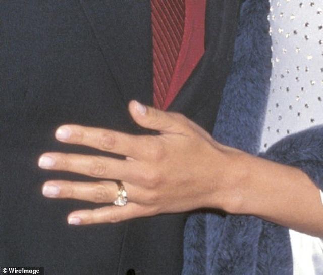Ngắm loạt nhẫn đính hôn đắt giá của Jennifer Lopez  - 10