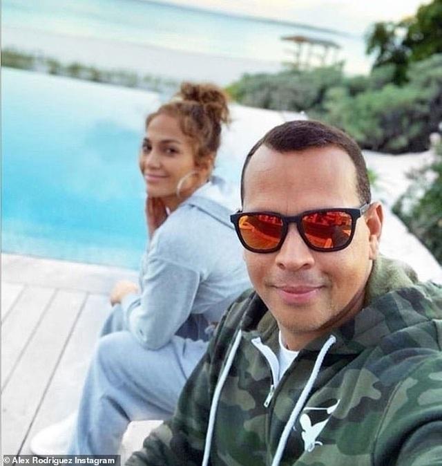 Ngắm loạt nhẫn đính hôn đắt giá của Jennifer Lopez  - 11