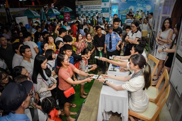 Ngọc Hân, Huyền My, Lệ Hằng bị vây kín trong Lễ hội cà phê Buôn Mê Thuột - 6