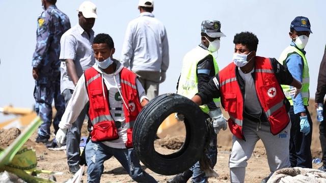 Ethiopia tìm thấy hai hộp đen máy bay rơi khiến 157 người thiệt mạng - 1
