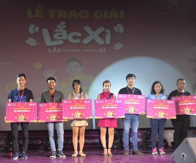 Người dùng Ví MoMo vượt nghìn cây số đến nhận thưởng Lắc Xì - 2