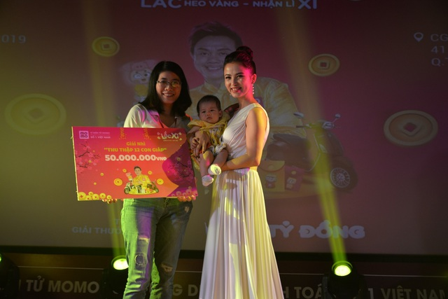 Người dùng Ví MoMo vượt nghìn cây số đến nhận thưởng Lắc Xì - 3