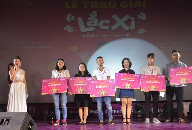 Người dùng Ví MoMo vượt nghìn cây số đến nhận thưởng Lắc Xì - 5