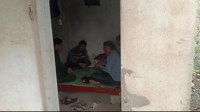 Thanh Hóa: Bệnh tả lợn châu Phi lan nhanh, cán bộ đánh bài ở chốt kiểm dịch - 3