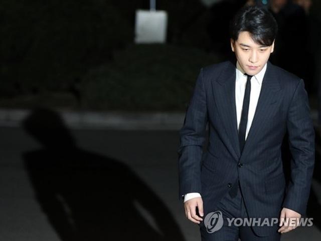 Cảnh sát thẩm vấn vài ngôi sao có liên quan tới vụ môi giới mại dâm của Seungri (Bigbang) - 2