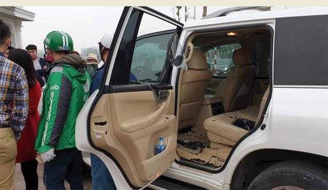Thanh niên 8X giả lái xe Grab đập kính Lexus trộm đồ hàng trăm triệu - 1