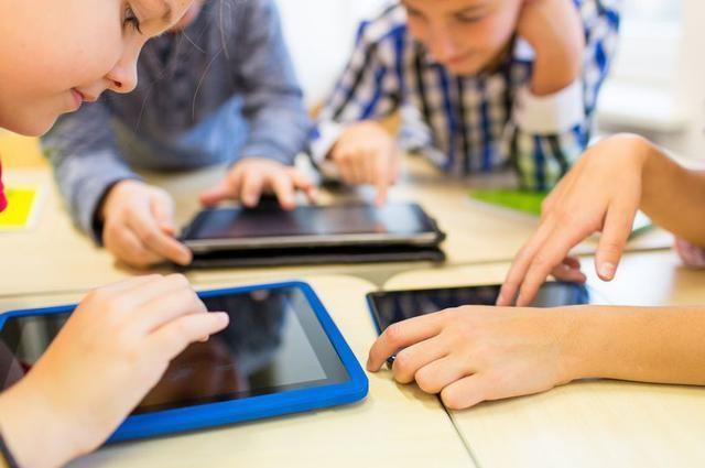 Những sai lầm của cha mẹ khi cho con dùng điện thoại - Ảnh minh hoạ 6