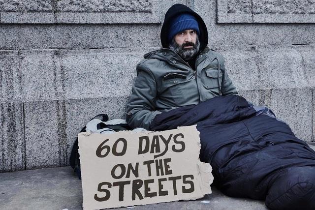 Ông Ed Stafford trải nghiệm 2 tháng làm ăn xin trên đường phố.