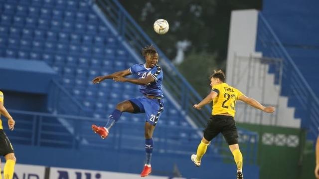 Tấn Trường mắc sai lầm kỳ lạ, B.Bình Dương thua tại AFC Cup - 1