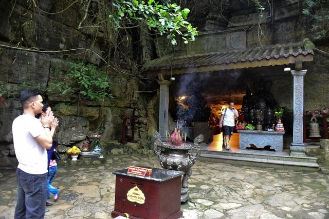 Kỳ lạ ngôi chùa cổ 1000 năm, tọa lạc trong lòng hang động ở Ninh Bình - 2