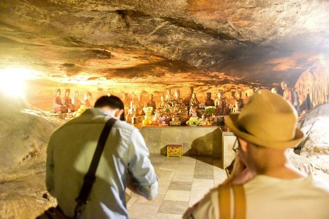 Kỳ lạ ngôi chùa cổ 1000 năm, tọa lạc trong lòng hang động ở Ninh Bình - 4