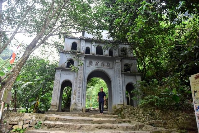 Kỳ lạ ngôi chùa cổ 1000 năm, tọa lạc trong lòng hang động ở Ninh Bình - 1