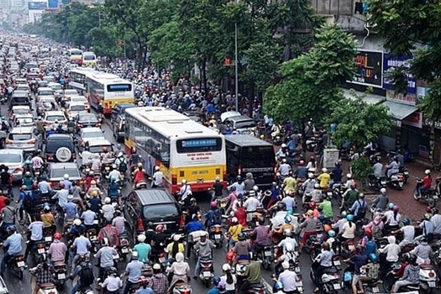 Đề xuất cấm xe máy ở Hà Nội: Phải làm tốt phương tiện công cộng trước - 1