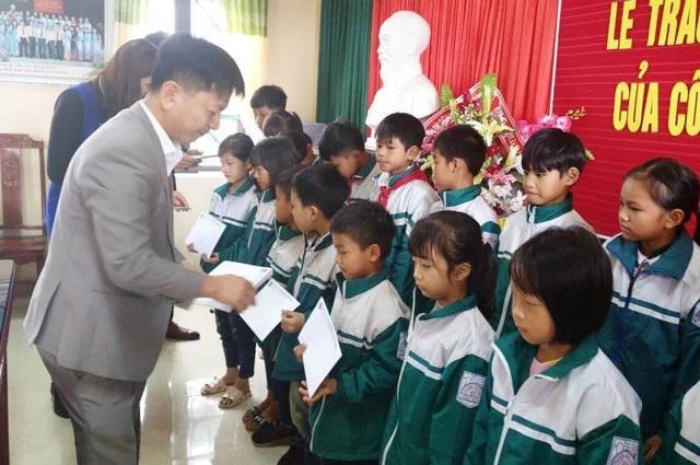 Học bổng Grobest đến với học sinh nghèo hiếu học tỉnh Thái Bình - 1