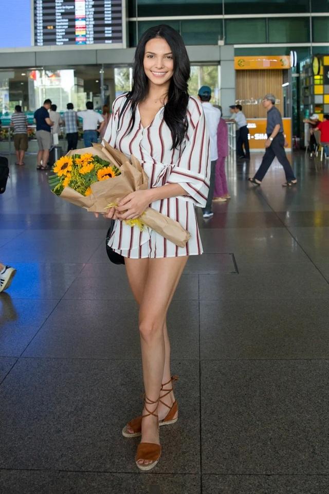 Hoa hậu, Nam vương Siêu quốc gia đến Việt Nam  - 1