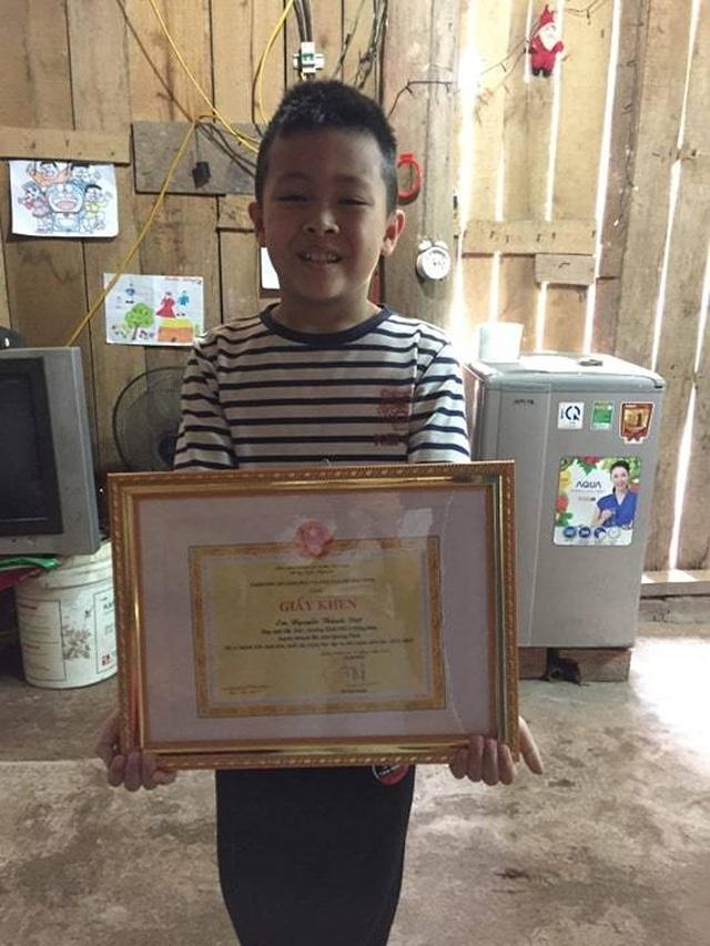 Bộ trưởng Phùng Xuân Nhạ gửi thư khen cậu bé vùng cao vượt 100km đi học tiếng Anh - 2