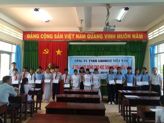 Công ty Grobest VN trao 130 suất học bổng đến học sinh nghèo tỉnh Tiền Giang - 1