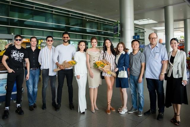 Hoa hậu, Nam vương Siêu quốc gia đến Việt Nam  - 11