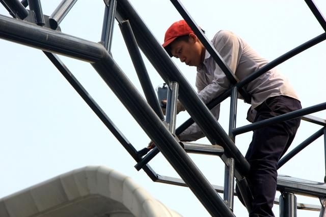 Cận cảnh người nhện gấp rút vệ sinh ga Cát Linh - Hà Đông - 8