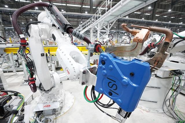 Thủ tướng: Quan điểm không cần sản xuất ô tô, cứ nhập khẩu toàn bộ là sai lầm! - 1
