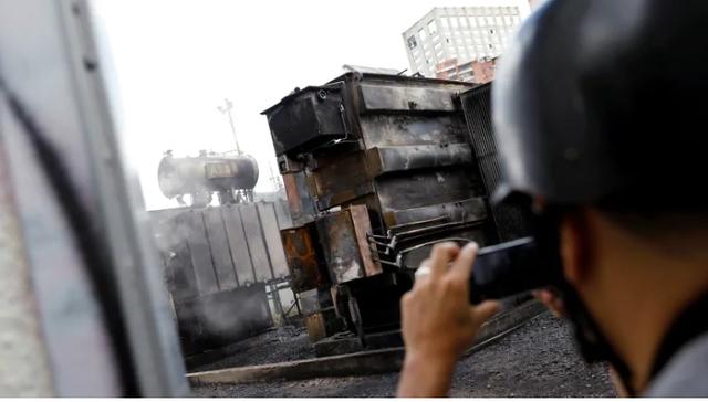 Nhà máy điện ở thủ đô phát nổ, Venezuela mất điện ngày thứ 5 liên tiếp - 1