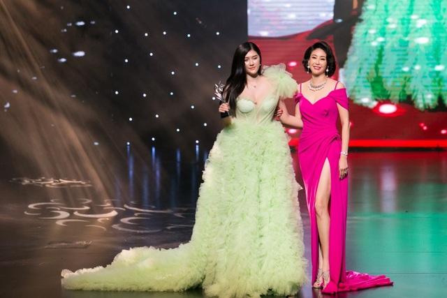 Hoa hậu Kỳ Duyên, Đinh Hiền Anh và doanh nhân Stella Chang đoạt giải trong đêm hội chân dài 12 - 1
