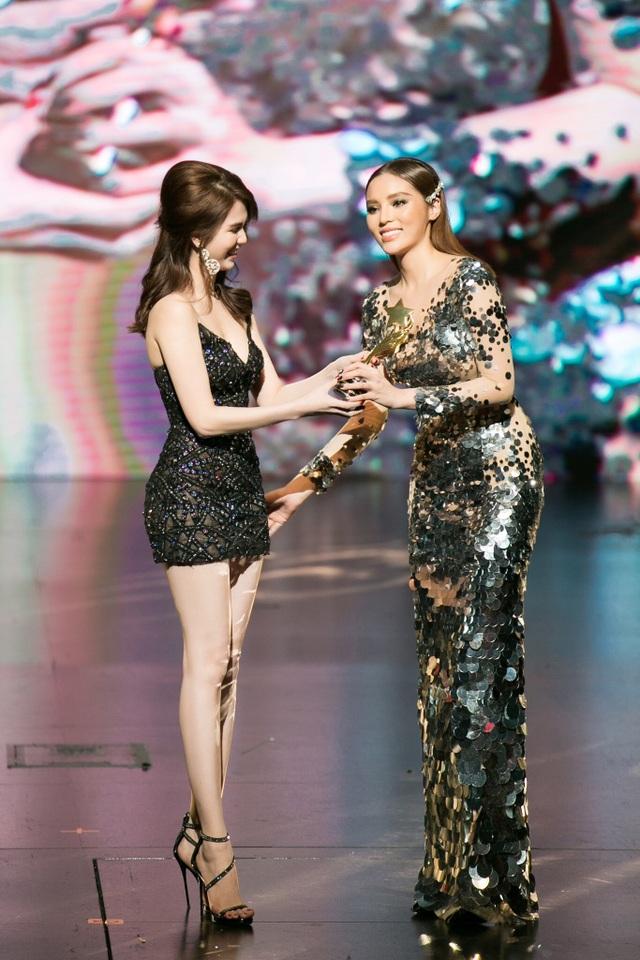 Hoa hậu Kỳ Duyên, Đinh Hiền Anh và doanh nhân Stella Chang đoạt giải trong đêm hội chân dài 12 - 5