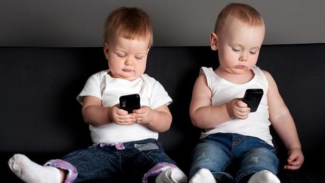 Những sai lầm của cha mẹ khi cho con dùng điện thoại - Ảnh minh hoạ 2