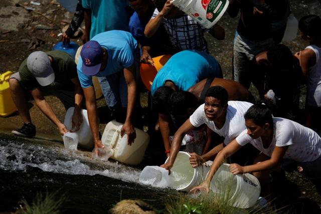 Người Venezuela tuyệt vọng vì mất điện, thiếu nước - 5
