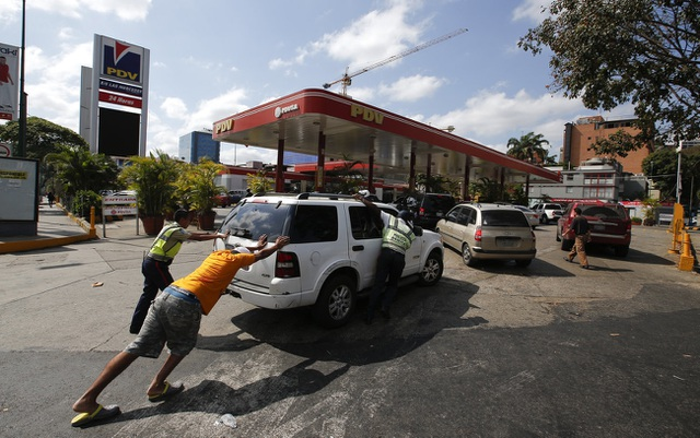 Người Venezuela tuyệt vọng vì mất điện, thiếu nước - 6
