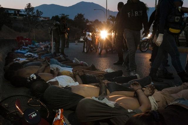Người Venezuela tuyệt vọng vì mất điện, thiếu nước - 9