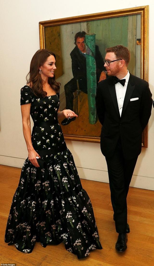 Công nương Kate Middleton khoe dáng siêu thon sau 3 lần sinh nở - 2