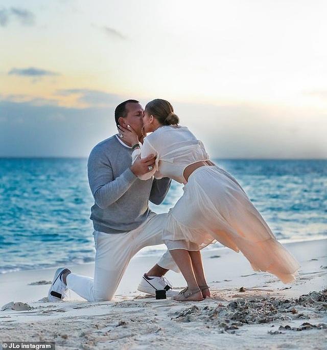 Jennifer Lopez hé lộ khoảnh khắc bồ trẻ cầu hôn - 2